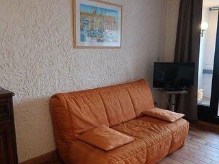 Minuty Apartment Sleeps 4 with WiFi - 5051774