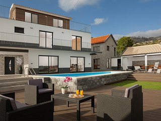 Superb 5-bed villa in Calheta, pool, gym, billiard room, A/C – Casa da Rosalina