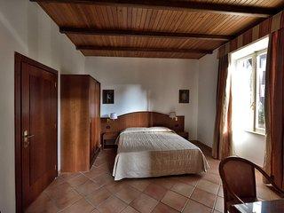 Camera doppia in villa, vicino metro C a 20 min da Roma centro
