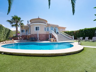 Newly Built Three Bed Three Bath Family Villa Sleeps 6
