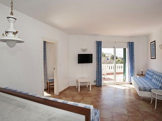 Spacious apartment a short walk away (87 m) from the 'Cala Almadrava' in Roses w