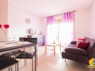 Spacious apartment in the center of La Pineda with Lift, Washing machine, Pool,