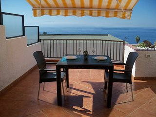 Corner 1 bedroom refurbished apartment with large terrace with sea view