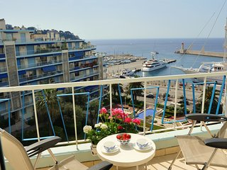 JdV Holidays Apt Euphorbe 2, fully refurbished dual-aspect with great sea views!