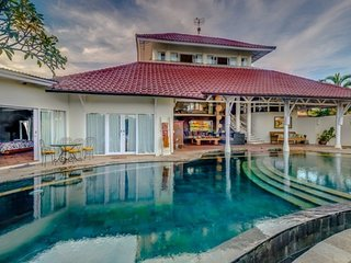Perfect location 5bdr Luxury and Traditional Villa in the heart of Seminyak