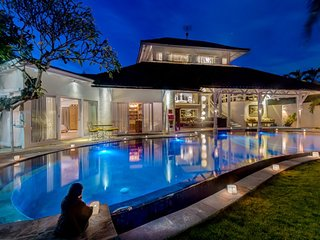 Luxury and traditional villa complex in the heart of seminyak Oberoi beach