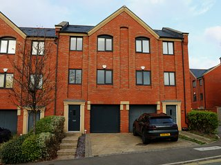 3 Bedroom Town House sleeps 6 with parking