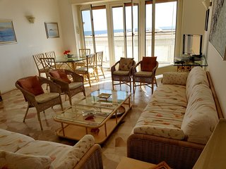 Spacious apartment in the center of Alassio with Lift, Parking, Washing machine,