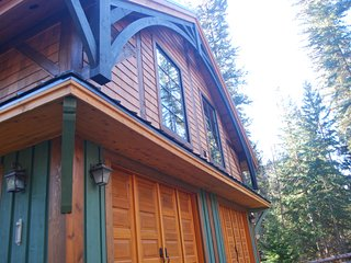 Revelation Valley Carriage House in Mt. Robson Park adjacent to Jasper Park