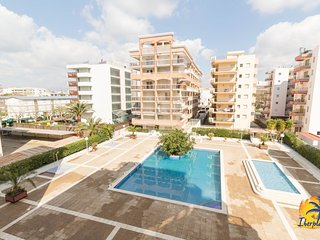 Spacious apartment a short walk away (151 m) from the 'Playa de Levante' in Salo
