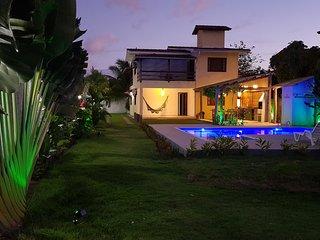 Casa individual com 4 quartos a 400m da praia
