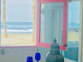 Pink Door Beachfront Vacation Rental Great Sandy Beachfront, BonFire, A/C