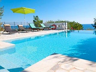 Villa Kohili de 2 étages vue sur mer, piscine et plage à proximité