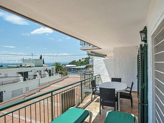 Spacious apartment a short walk away (125 m) from the 'Cala Almadrava' in Roses