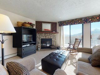 Modern condo with mountain views, shared hot tub, sauna & pool, hiking & skiing!