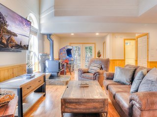 Open & Spacious Tahoe Donner home W/ HOA Access