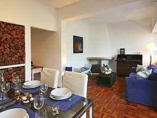 Spacious apartment in the center of Cascais with Internet, Washing machine, Terr