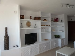 Spacious apartment very close to the centre of Torremolinos with Lift, Internet,