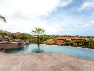 Stunning Hacienda w/ Private Heated Infinity Pool and Spa, Grill, WiFi & More!