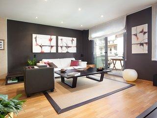 Sleek Modern Flat on Rambla Poblenou w/ Air Conditioning, Communal Pool & More!