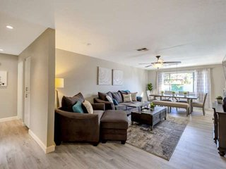 Dog Friendly, w/Pool, Near ASU, Cubs Spring Training, Tempe Market, & Old Town!