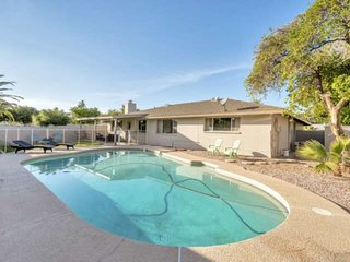 Dog Friendly, Private Pool, BBQ, Carport, FREE GOLF & MORE! Near ASU & Cubs Spri