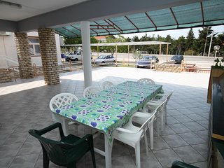 Seline Apartment Sleeps 6 with Air Con and WiFi - 5466326