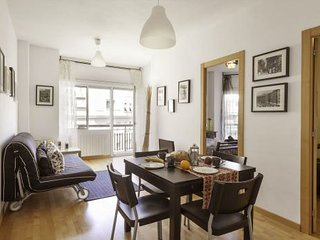 Charming 3 Bedroom apartment with balcony just 200m from Sagrada Familia