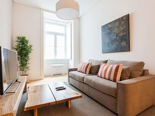 Spacious Downtown Charming apartment in Baixa/Chiado with WiFi & lift.