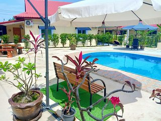 Private 2 bedroom villa with Swimming pool Tropical gardens Fast Wifi smart Tv