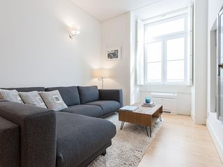 Spacious Downtown Aqua apartment in Baixa/Chiado with WiFi & lift.