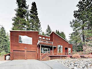 New Listing - Spacious 3BR Tahoe Donner Home - Bike to Downtown Truckee