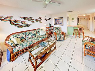 Holiday Island 2BR w/ Pool, Hot Tub, Tennis, Fitness Center, Dock & Grill!