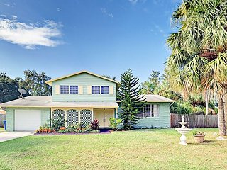 Tropical 4BR w/ Screened Porch & Private Pool, Minutes to the Beach & Airport