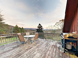 Gorgeous 4BR/3BA Renovated 1900s Barn, Just Outside Pisgah National Forest