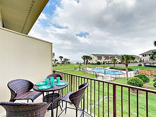 Completely Updated 2BR Oceanfront -- 4 Pools, Tennis & Private Beach Access!