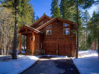 4 Bedrooms Blue Pine Lodge Home