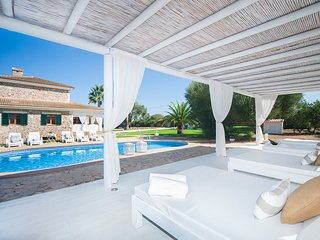 Spacious villa only 3 KM away from the sea with sandy beach, sleeps 10 persons.