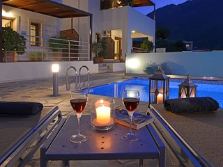Daphni Villa, Private Pool, Sleeps 4. BFV
