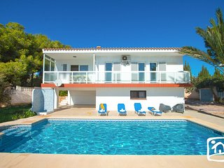 2 bedroom Villa with Air Con, WiFi and Walk to Beach & Shops - 5401398