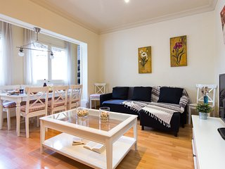 Sagrada Familia 4BR Stunner - Stay next to the iconic cathedral of Antoni Gaudí