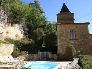 PETIT MANOIR DU TREIL - SUPERB MANOR HOUSE WITH PRIVATE POOL AND BILLIARD TABLE