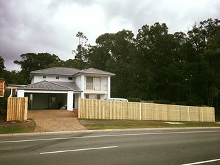 HUGE FAMILY HOME NEAR DREAMWORLD