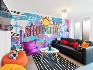 Brighton's Best BIG House - 3rd Night FREE - Sleeps 12 to 18 guests - 4 bedrooms