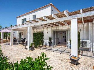 Escanxinhas Villa Sleeps 10 with Pool and WiFi - 5693752