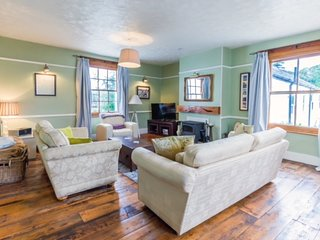 LARGE GEORGIAN HOUSE, PRETTY VILLAGE, CLOSE TO THE COAST, SLEEPS 10 SIDBURY