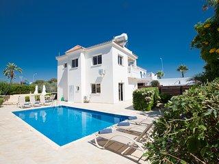 Nadelle Villa, 3 Bedroom villa with large pool area in Ayia Napa