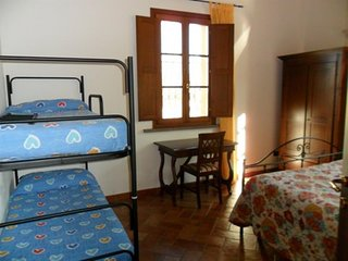 Cozy apartment very close to the centre of Cascina with Parking, Internet, Air c