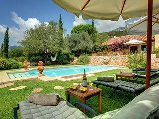 Chelmata Villa Sleeps 10 with Pool and Air Con - 5693161