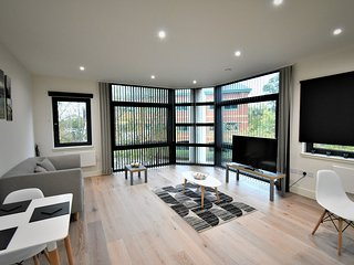 London Heathrow Q3-02 Serviced Apartment - Apt A